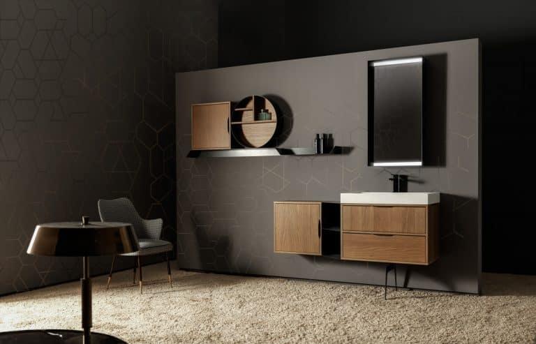 černá koupelna, designové křeslo, dřevěná skříňka pod umyvadlo, bílé umyvadlo, černá baterie, kulatá police