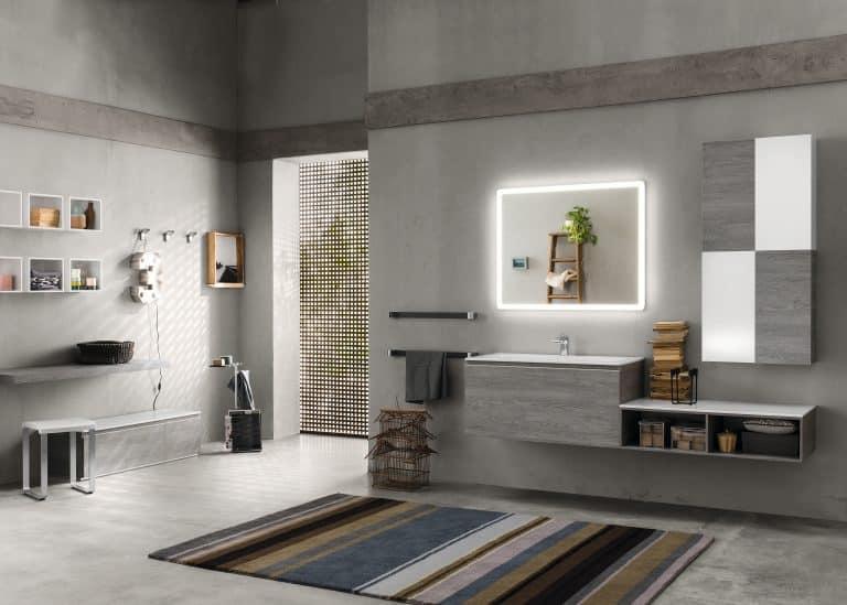 šedá koupelna s barevným kobercem, šedobílý koupelnový nábytek