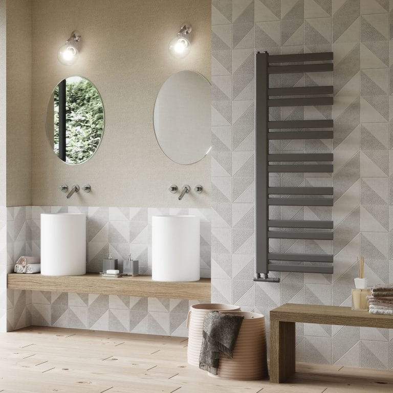 Šedá koupelna, válcovitá umyvadla na desce, černý radiátor, dřevěná odkládací lavice