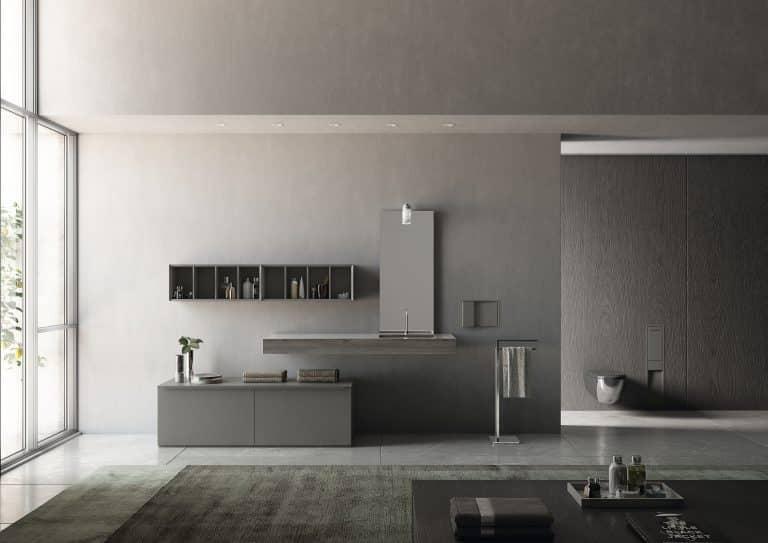 šedá koupelna s šedým nábytkem, otevřený regál na zdi