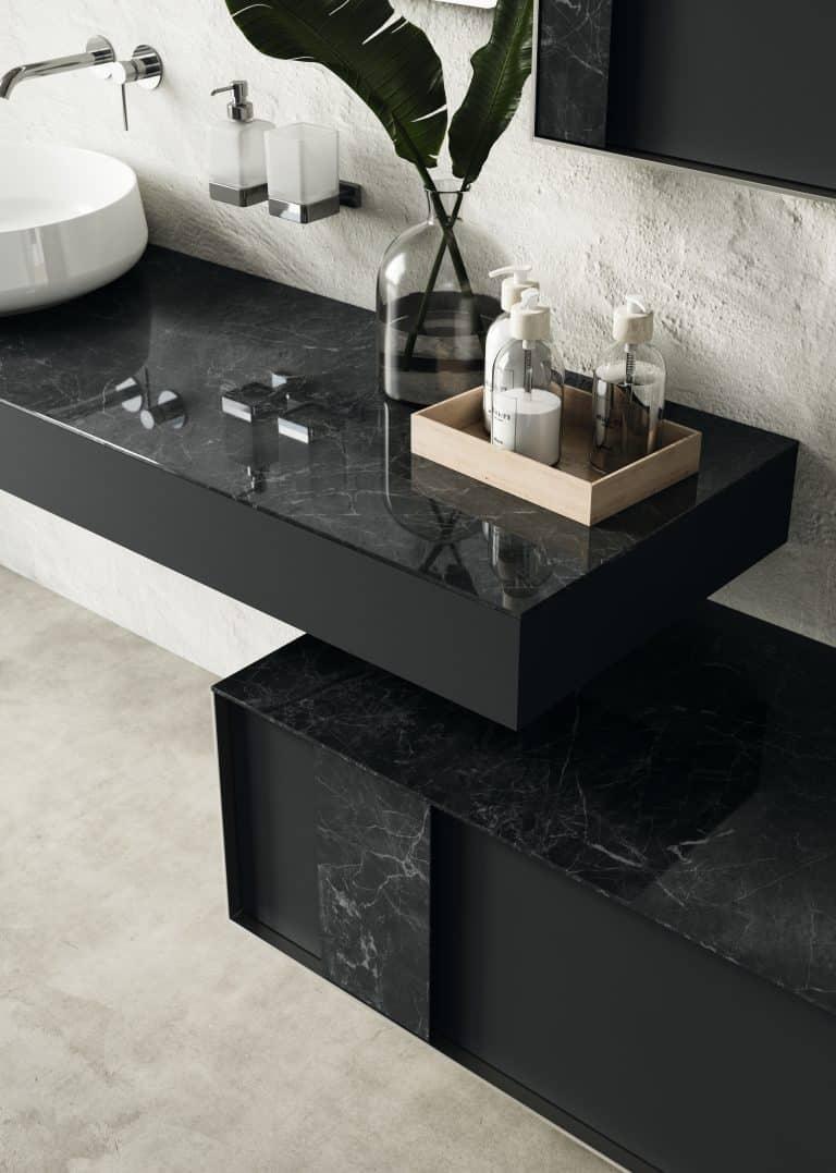 Umyvadlová černá deska s mramorem, černá skříňka s mramorem