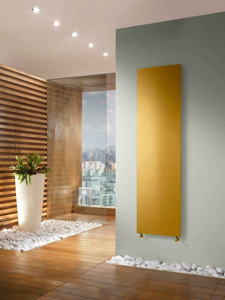 dřevěné obložení, dřevěné parkety, zlatý radiátor