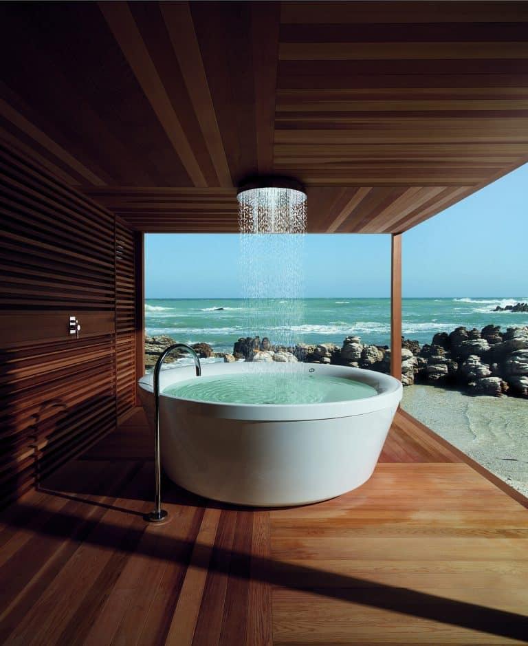 volně stojící vířivka kos, výhled na moře, dřevěná pergola