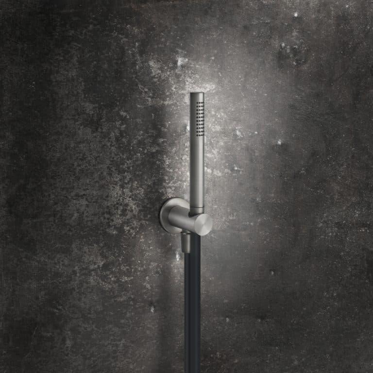designová sprchová souprava s připojovacím kolínkem a držákem ruční sprchy