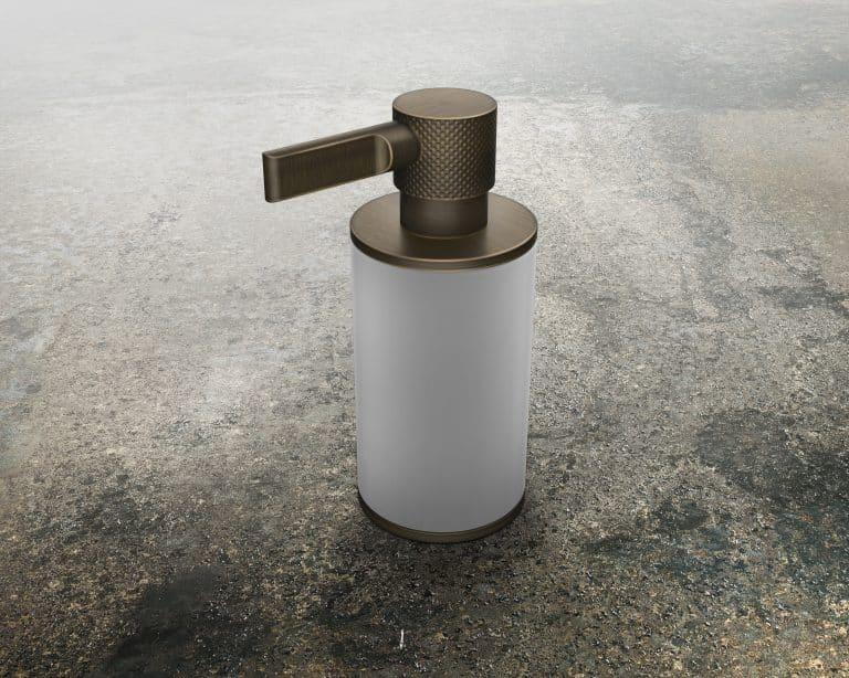Luxusní dávkovač na mýdlo z keramiky v kombinaci s měděnou patinou